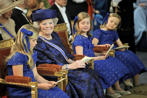 rincess Beatrix and her granddaughters in Nieuwe Kerk Photo © ANP