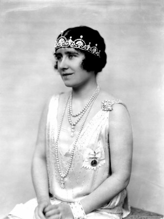 The Duchess of York in the Lotus Flower c. 1925 (via Royal Dish)