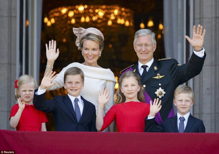 The King and Queen of Belgium with their children (via Daily Mail)
