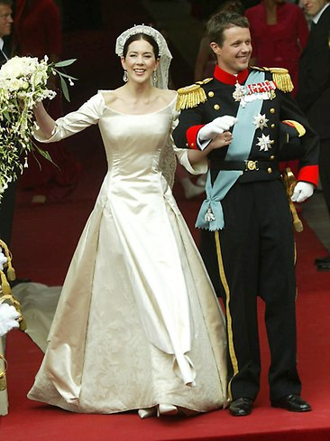 Mary & Frederick Greet the Crowds May 14, 2004 (via Order of Splendour)