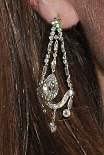 A close up of Kate's earrings (via )