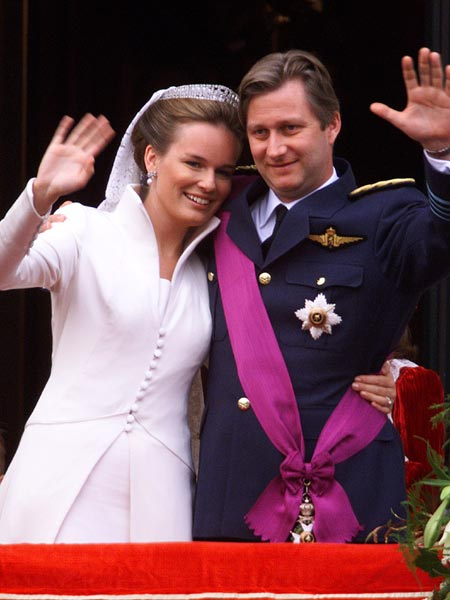 Mathilde & Philipe wave to the crowds (via Idiva.com)