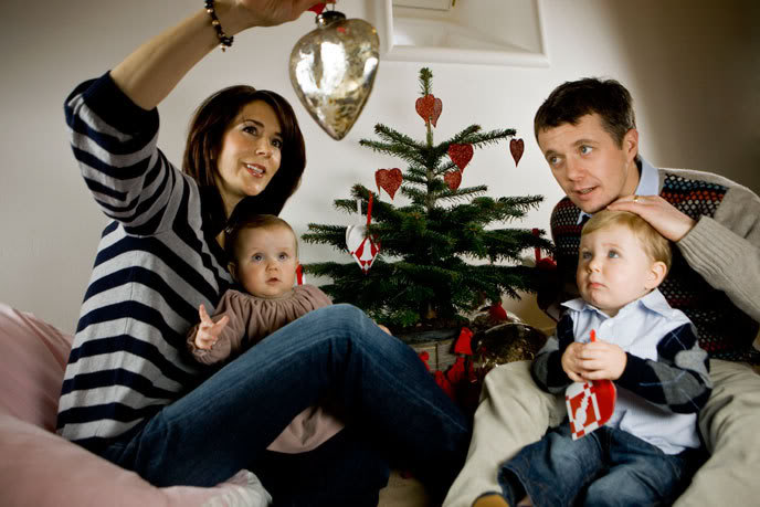 How festive! (via Danish Royalwatchers)