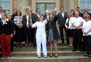 Princess Beatrice on the steps of Harewood House (via Harewood House blog)