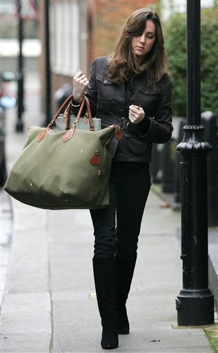 Kate and that bag (via Kansas City News)