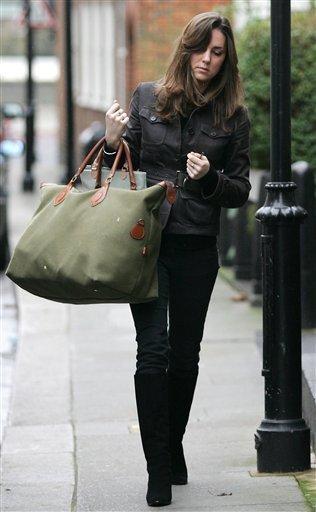 Kate and that bag (via Kansas City News)