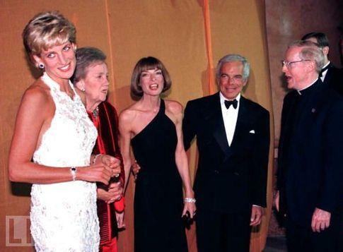 Hobnobbing! (via Princess Diana Remembered)