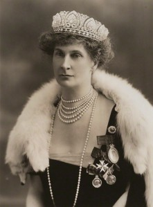 Evelyn Duchess of Devonshire by Bassano, vintage print, 29 April 1920 (via Royal Jewels of the World)
