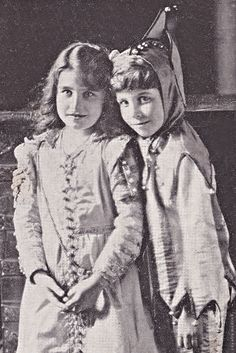 Nine year old Elizabeth Bowes-Lyon with her brother David (via Pinterest)