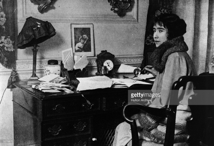 Lady Elizabeth at her desk, January 1920 (Getty Images)