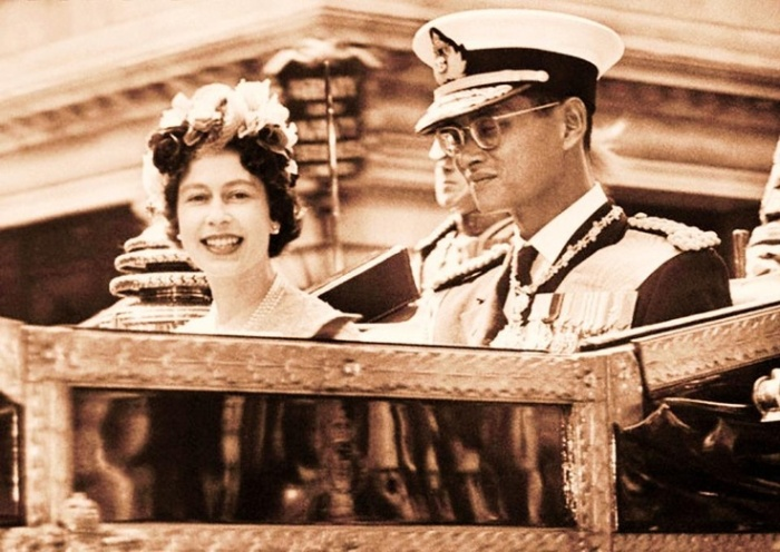 HM Queen Elizabeth II with HM King Bhumibol Adulyadej of Thailand in 1960 (source)